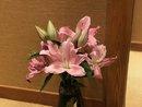 鮮やかなユリの花がお出迎え💐