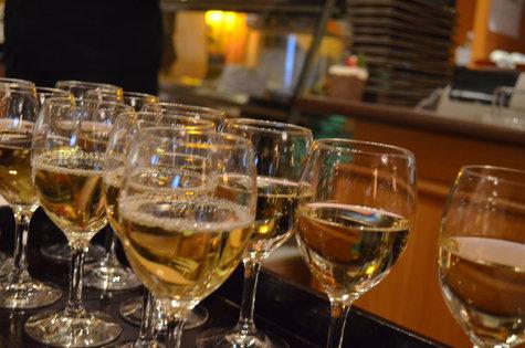 ※今年最後の温泉プラン!鍋と温泉と地酒をリーズナブルに‼(12/1~26)3名様からのプラン。特典:貸切風呂orワインか?